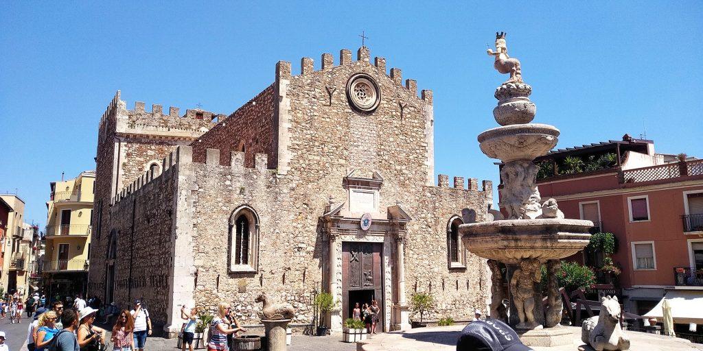 Католическата катедрала в Таормина, Сицилия