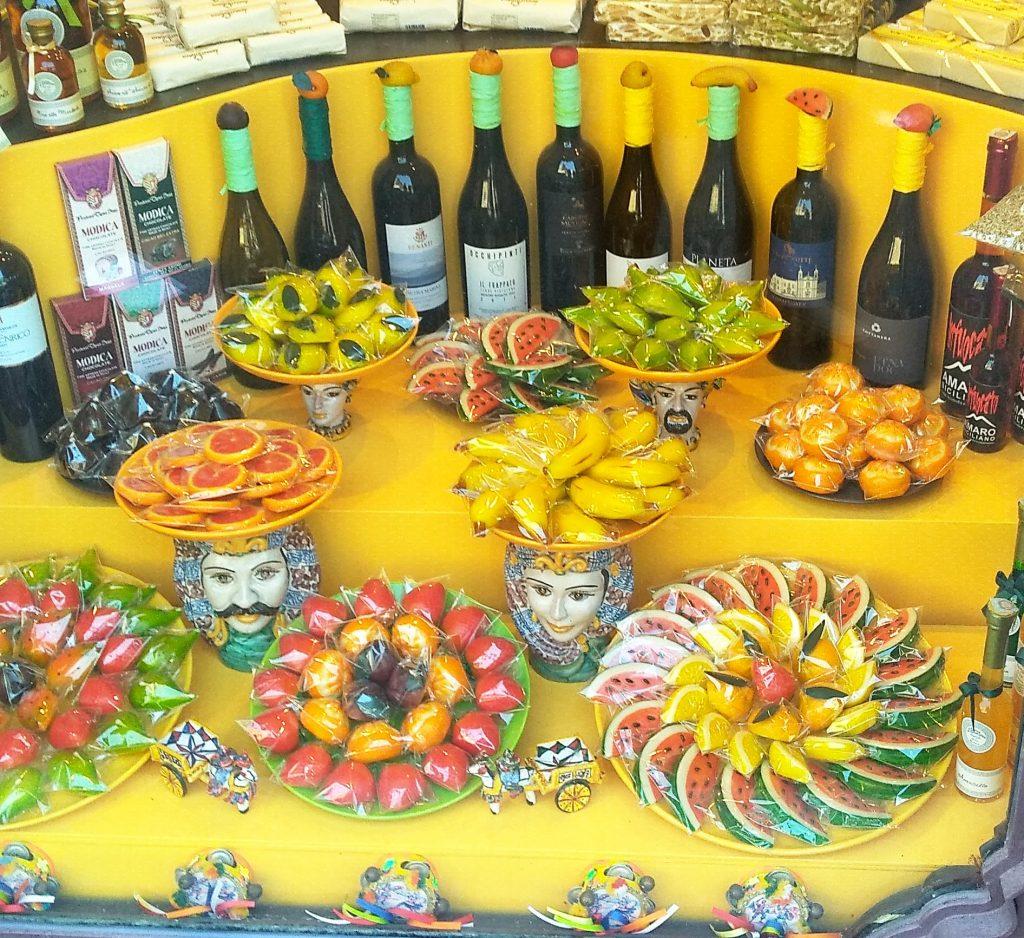 Сицилиянски марципанови бонбони в Таромина